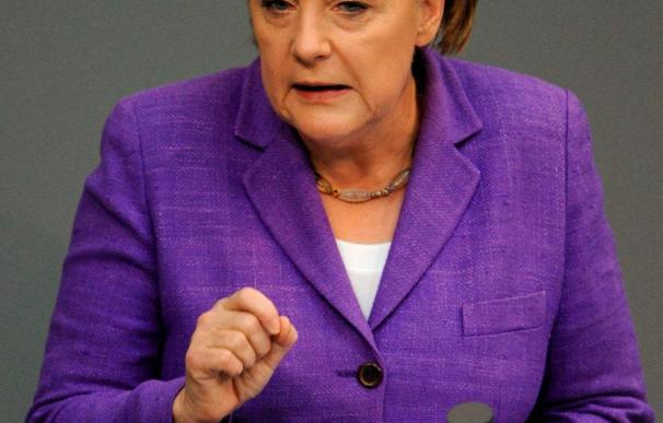 Merkel inicia una gira por los países del Golfo acompañada por una delegación económica