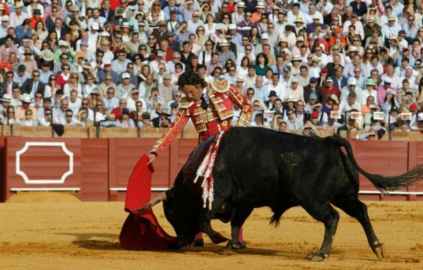 El torero Julio Aparicio mejora progresivamente, pero sigue grave