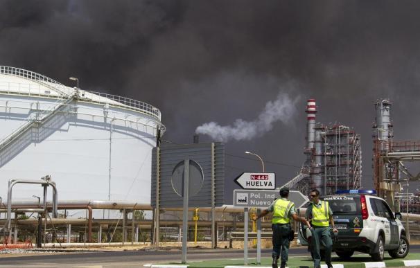 El incendio de la refinería de Huelva se produjo por la fuga de crudo de una tubería