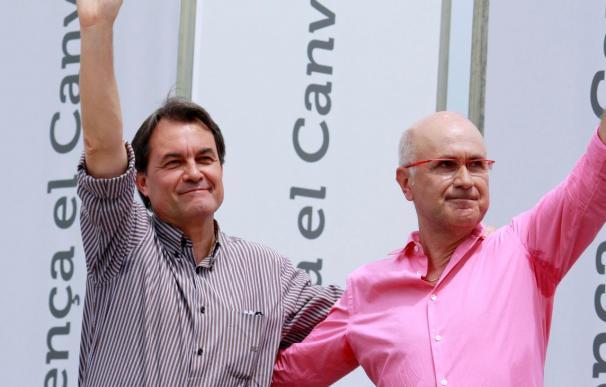 CiU presume de salvar el euro con su aval a regañadientes al plan de Zapatero