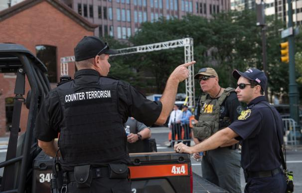 A member of a counter-terrorism unit chats with ot