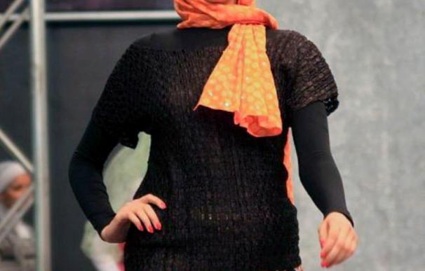 """El """"hiyab"""" invade el mundo de la moda egipcia a manos de una modelo velada"""