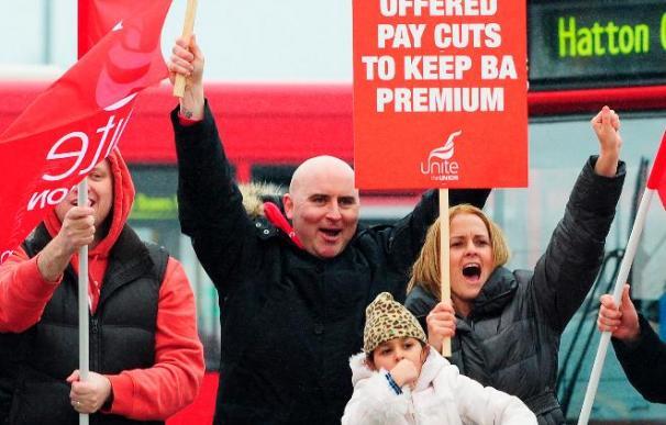 Más trastornos para los pasajeros por tercer día de huelga de British Airways