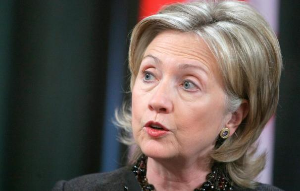 """Clinton reconoce la """"amenaza"""" de Irán e insiste en que habrá sanciones"""