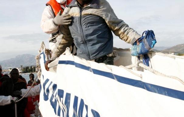 Interceptada una embarcación con 37 inmigrantes frente a la costa granadina