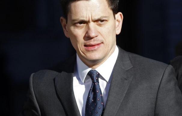 Miliband se postula como nuevo líder laborista tras la renuncia de Gordon Brown