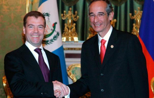 Medvédev y Colom inician conversaciones para impulsar la cooperación bilateral