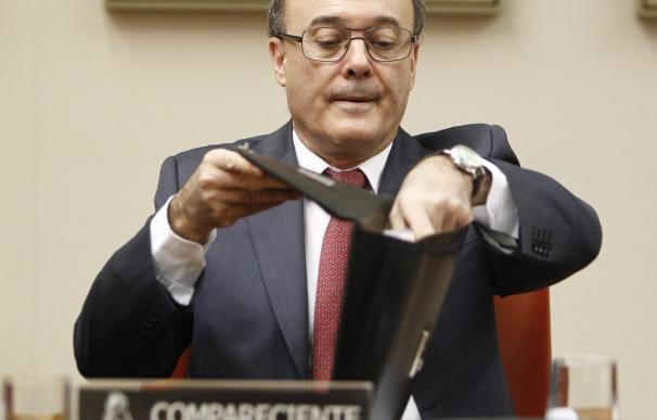 El Congreso pacta el plan de trabajo de la comisión sobre las cajas, que arranca en julio con Linde y Caruana