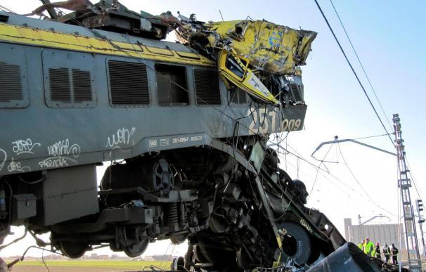 Abierto al tráfico ferroviario uno de los 2 carriles afectados en el accidente de Arévalo