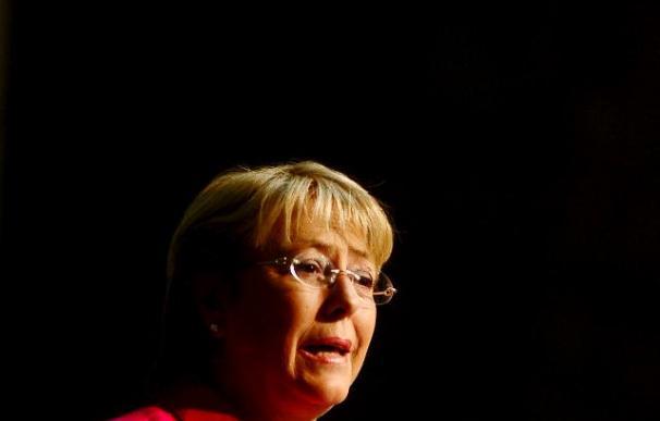 Bachelet defiende la participación política de la mujer por su creencia en el consenso