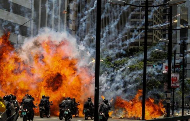 Explosión en Caracas al paso de varios policías motorizados