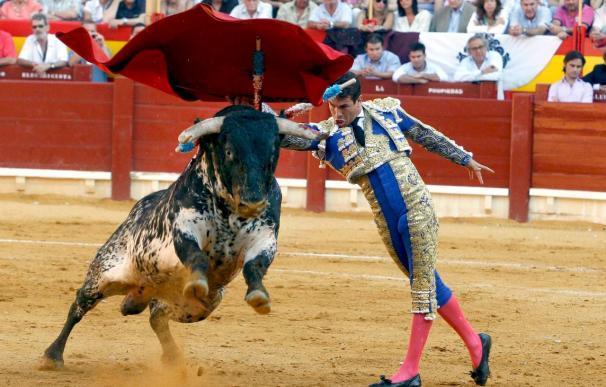 Ponce obra el milagro del toreo auténtico, y lo echa a perder con la espada