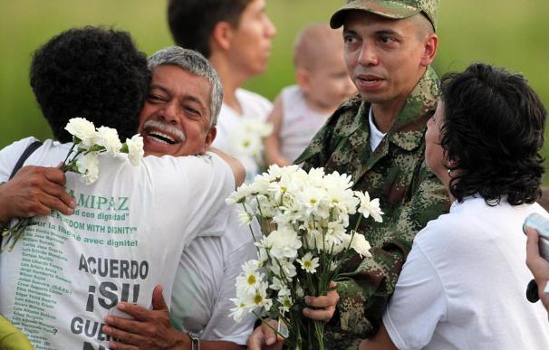 EE.UU. insta a las FARC a liberar todos los rehenes en su poder