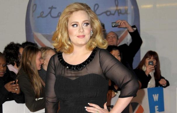 Adele asegura no estar casada