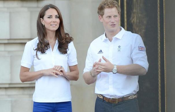 Isabel II implora a Catalina que ayude al príncipe Enrique