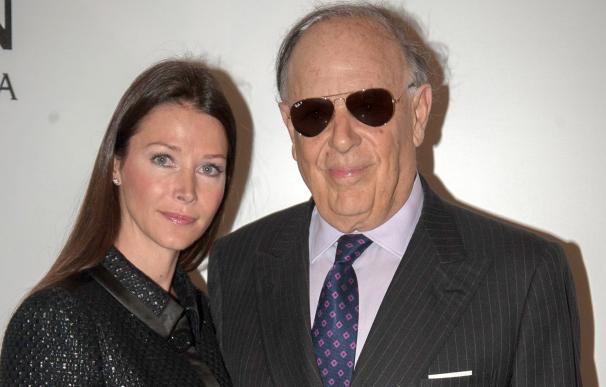 El marqués de Griñón asiste a la entrega del premio Loewe de poesia acompañado por su novia, Esther Doña