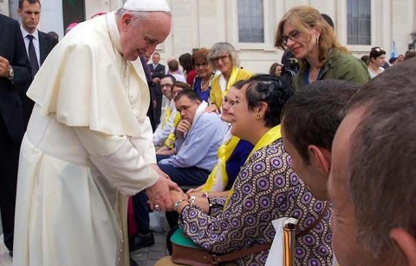 El Papa saluda a ocho personas del centro de educación especial del Obispado de Ávila