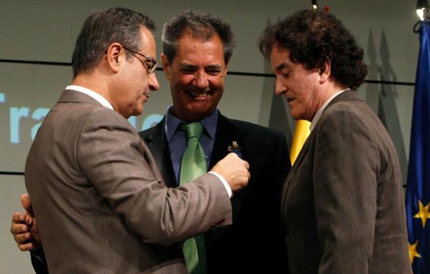 El Dúo Dinámico, Rosa María Mateo y Marcos Ana reciben la medalla de Oro al Mérito en el Trabajo