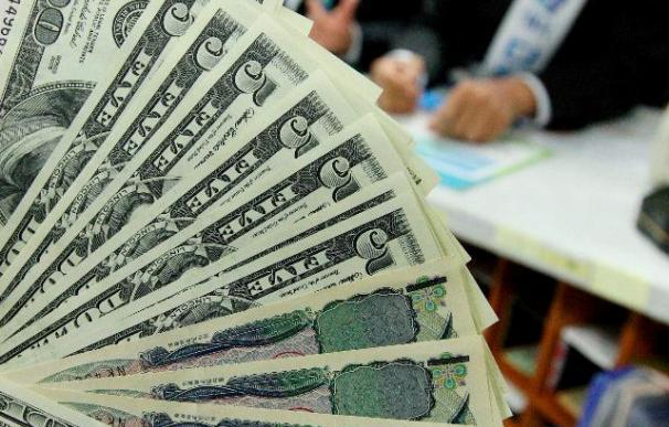 El dólar se debilita ante el euro y el yen
