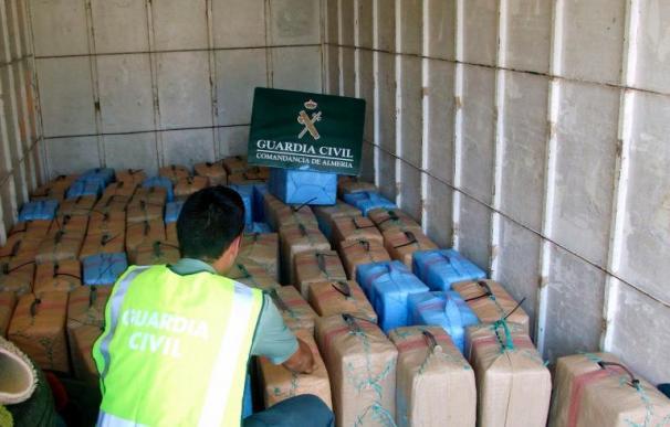 Incautados 2.250 kilos de hachís y detenidas dos personas en Almería