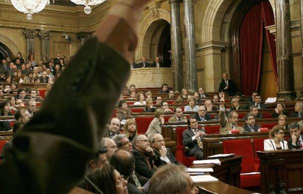 El Parlament pacta llevar la financiación de CDC a la fiscalía entre quejas de CiU