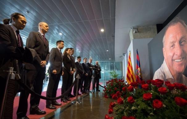 El mundo del fútbol rinde homenaje a Johan Cruyff en el Camp Nou