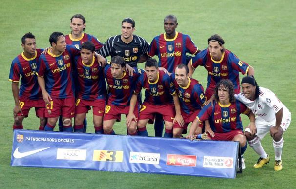 El Barça homenajea a Ronaldinho antes del inicio del partido