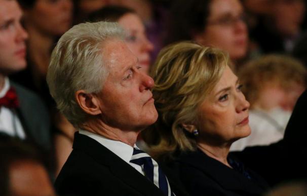 """Hillary Clinton asegura que cuando salieron de la Casa Blanca lo hicieron en """"bancarrota"""""""