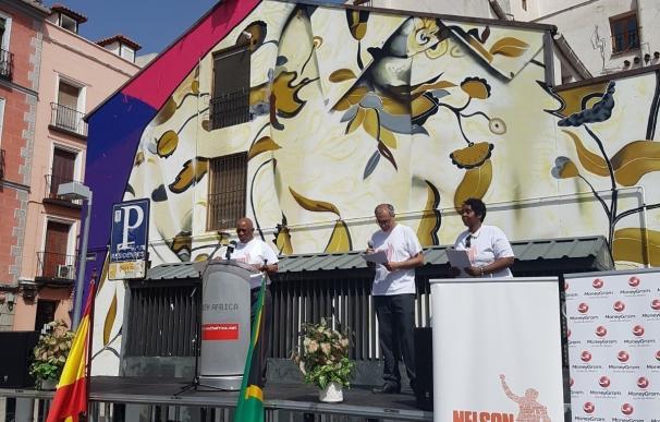 Un mural en Lavapiés con la flor favorita de Mandela recordará al Nobel de la Paz en el centenario de su nacimiento