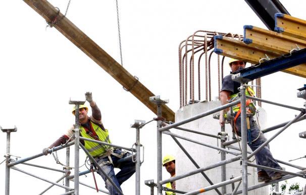 Los visados para construir viviendas nuevas cayeron un 24,03 por ciento hasta abril