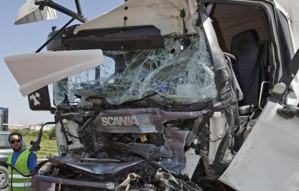 Mueren 14 personas en las carreteras en el fin de semana, 6 de ellos motoristas