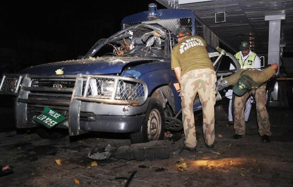 Ocho muertos en un ataque suicida ante la casa de un ministro regional en Pakistán