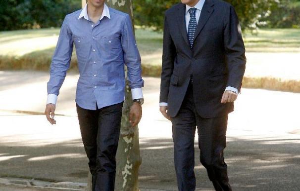 Zapatero agradece a Contador su contribución a la racha de éxitos del deporte español