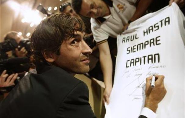 Raúl anuncia su marcha del Real Madrid