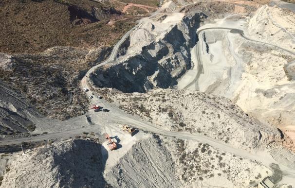 Fallece un trabajador tras caer por un precipicio con la máquina que conducía en una cantera de Abarán (Murcia)