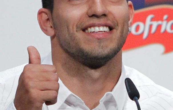 Agüero dice que tiene contrato hasta 2014 y que se va a quedar en el Atlético