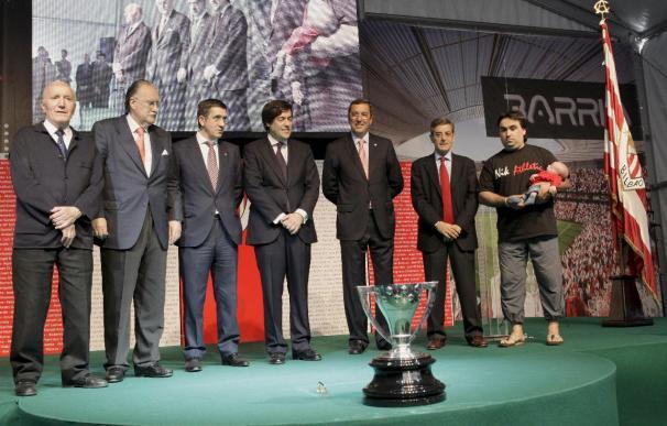 El Athletic recibe de gala al nuevo San Mamés