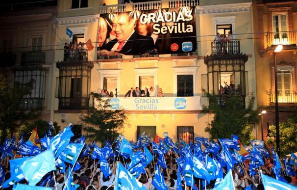 """AMPL.- Zoido expresa su voluntad de gobernar para todos y de """"pasar página a la corrupción"""" en Sevilla"""