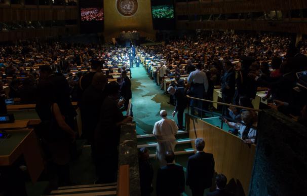 NEW YORK, NY - SEPTEMBER 25: Pope Francis arrives