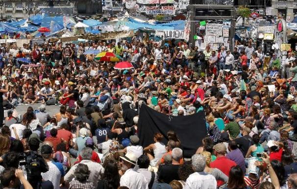 """Los """"indignados"""" continuarán en las plazas"""