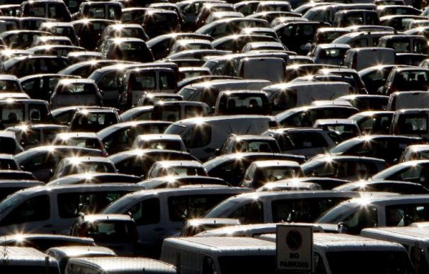 Las ventas de automóviles caen más del 15 por ciento en la primera quincena