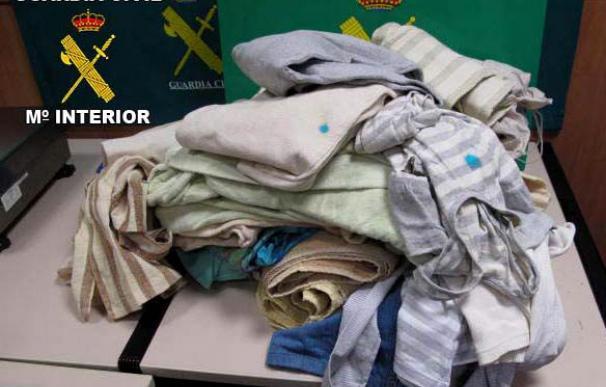 Detienen a madre e hijo en El Prat con 18 kilos de cocaína impregnada en ropa