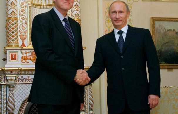 Putin dice a Clinton que el escándalo de los espías no debe ensombrecer las relaciones