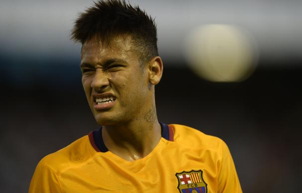 Barcelona's Brazilian forward Neymar grimaces duri