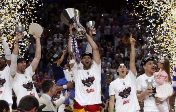 El Real Madrid celebra la conquista de la Euroliga