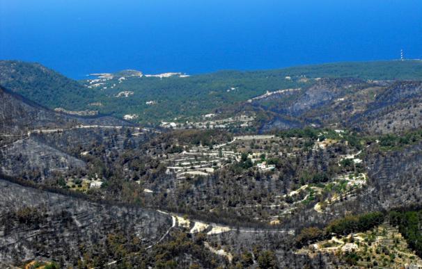 El incendio de Ibiza se dará por controlado después del mediodía