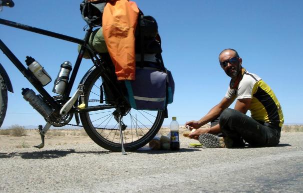 Un andaluz revive la Ruta de la Seda viajando en bicicleta de Granada a Pekín
