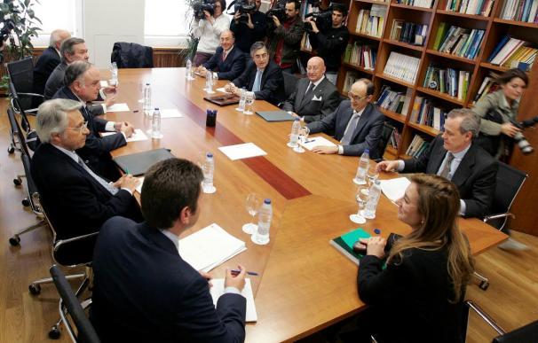 Comienza la reunión entre la Xunta, el Banco de España y las cajas sobre la fusión