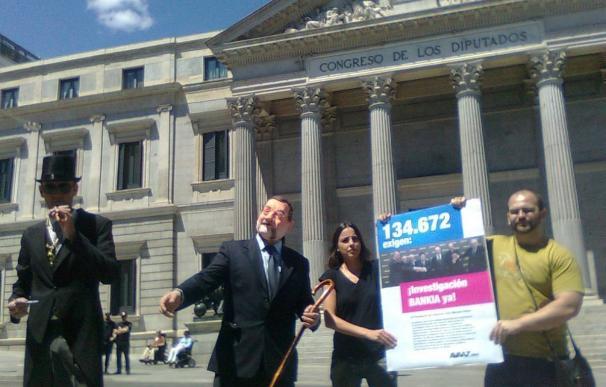 Reúnen 135.000 firmas para pedir a Rajoy que permita la comisión de investigación