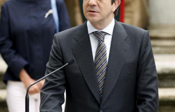 Patxi López mantiene ante Zapatero que hay que celebrar un Congreso
